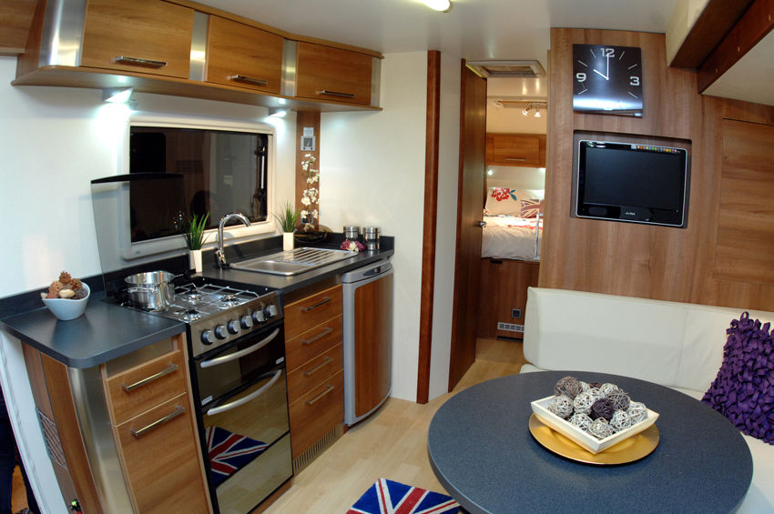 1 Choosing a Caravan - The Camping and Caravanning Club