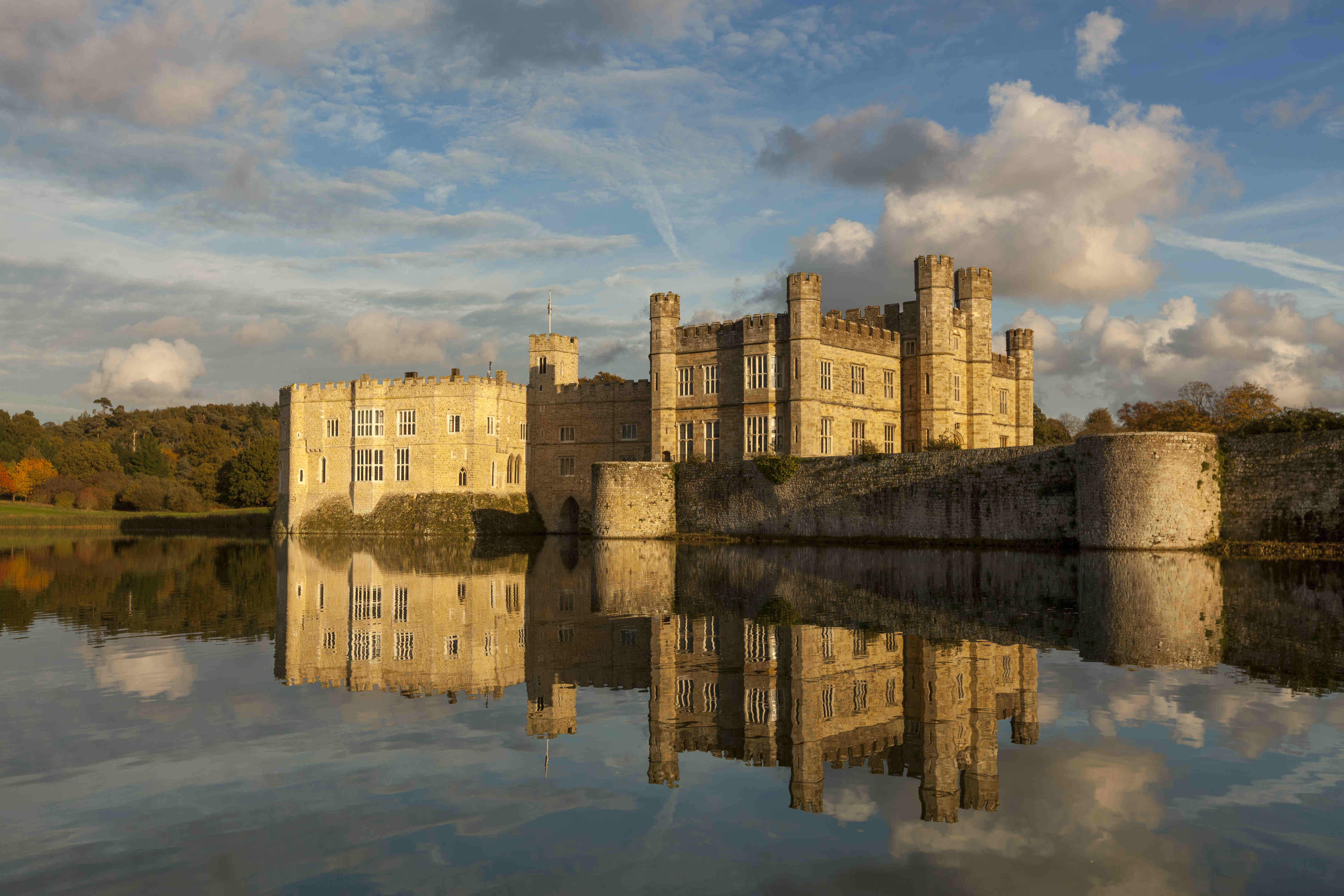 Leeds castle the loveliest castle in the world the for Top luxury hotels uk