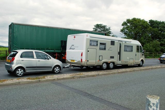 25 Towing With A Motorhome The Camping And Caravanning Club