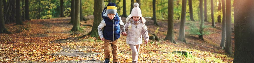 Kids-on-Autumn-Walk (Shutterstock, Uber Images)