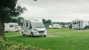 motorhome-on-cardigan-bay-campsite