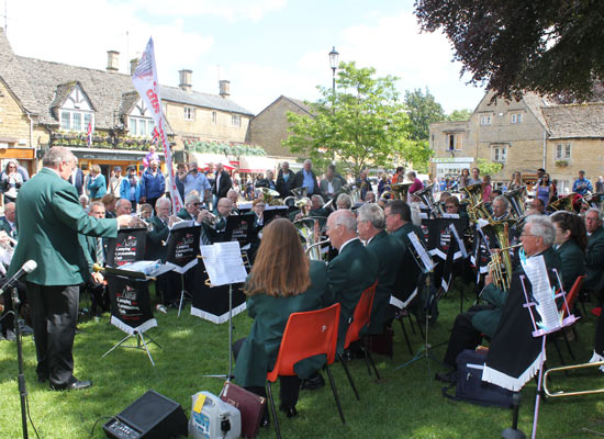 Club-Band-at-Bourton-on-the-water