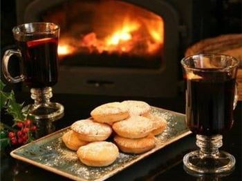 Winchcombe Site Mulled Wine, Mince Pies and Merriment