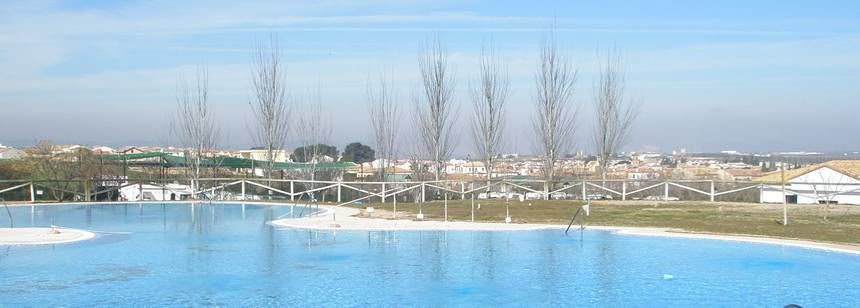Outdoor pool at Camping La Sierrecilla, Humilladero, Spain