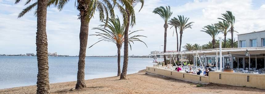 A prime position for the beach bar, on the Mar Menor lagoon, at Caravaning La Manga, Costa Cálida