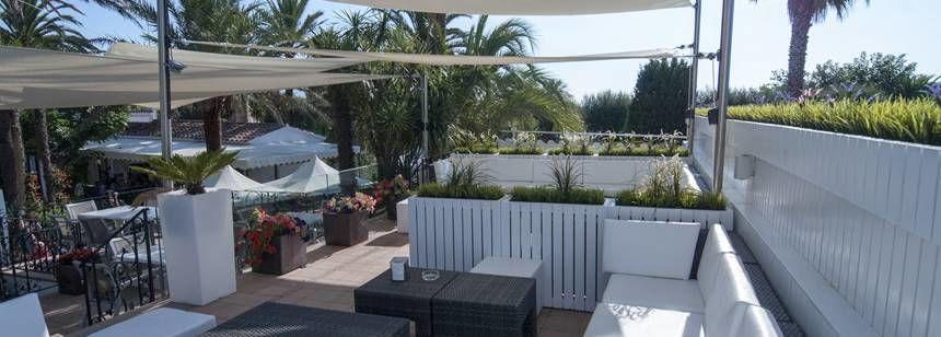 The relaxing bar terrace at Camping Aquarius, Costa Brava