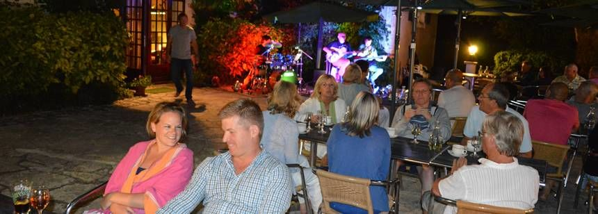 Evening entertainment at the bar terrace at Château Lacomté in the Lot Valley, France