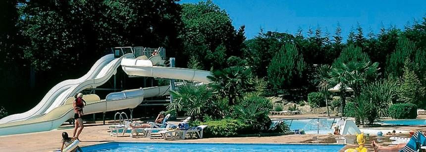 The pool complex at Chateau de Galinée