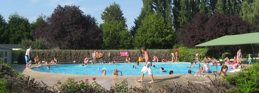 The swimming pool at Camping des 4 Vents, near Disneyland® Paris