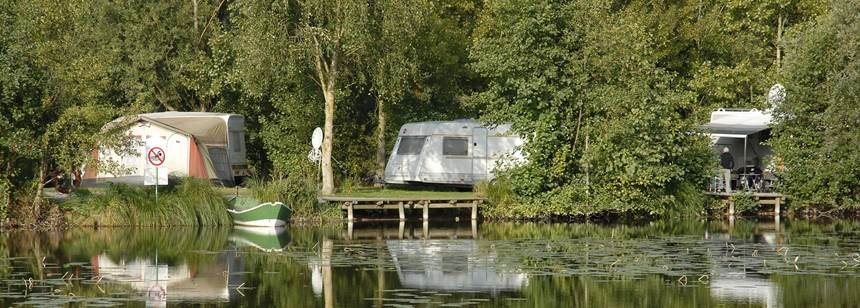 Pitches by the lake, Camping le Vivier aux Carpes, Picardy, France