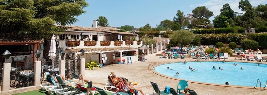 The pool and bar at Esterel Caravaning