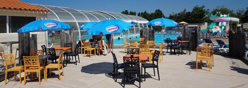 Swimming pool terrace at campsite Domaine de Beaulieu near St.-Gilles-Croix-de-Vie, Vendée, France