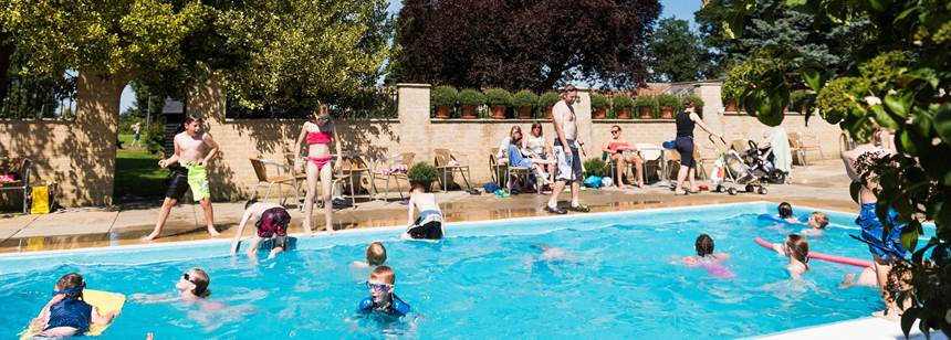 Clippesby hall campsite explore norfolk from clippesby - Campsites in norfolk with swimming pool ...