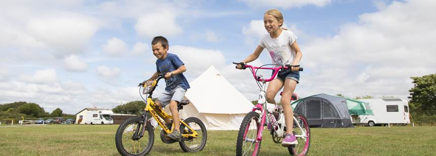 Kids riding bikes on Bude Campsite