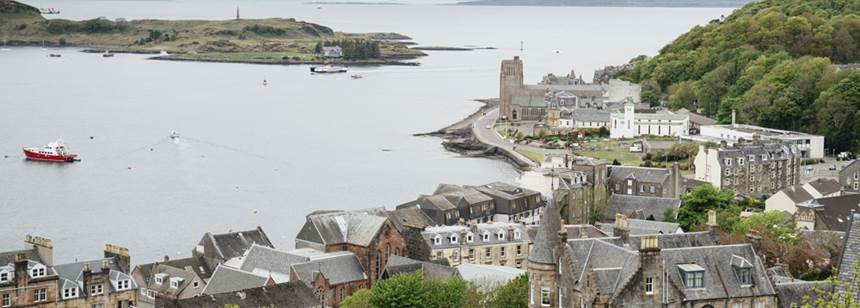 View across Oban out to sea