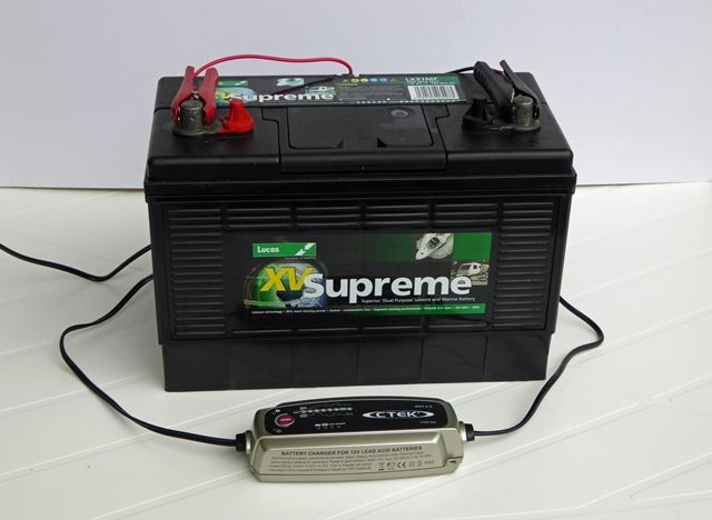 Charging a leisure battery